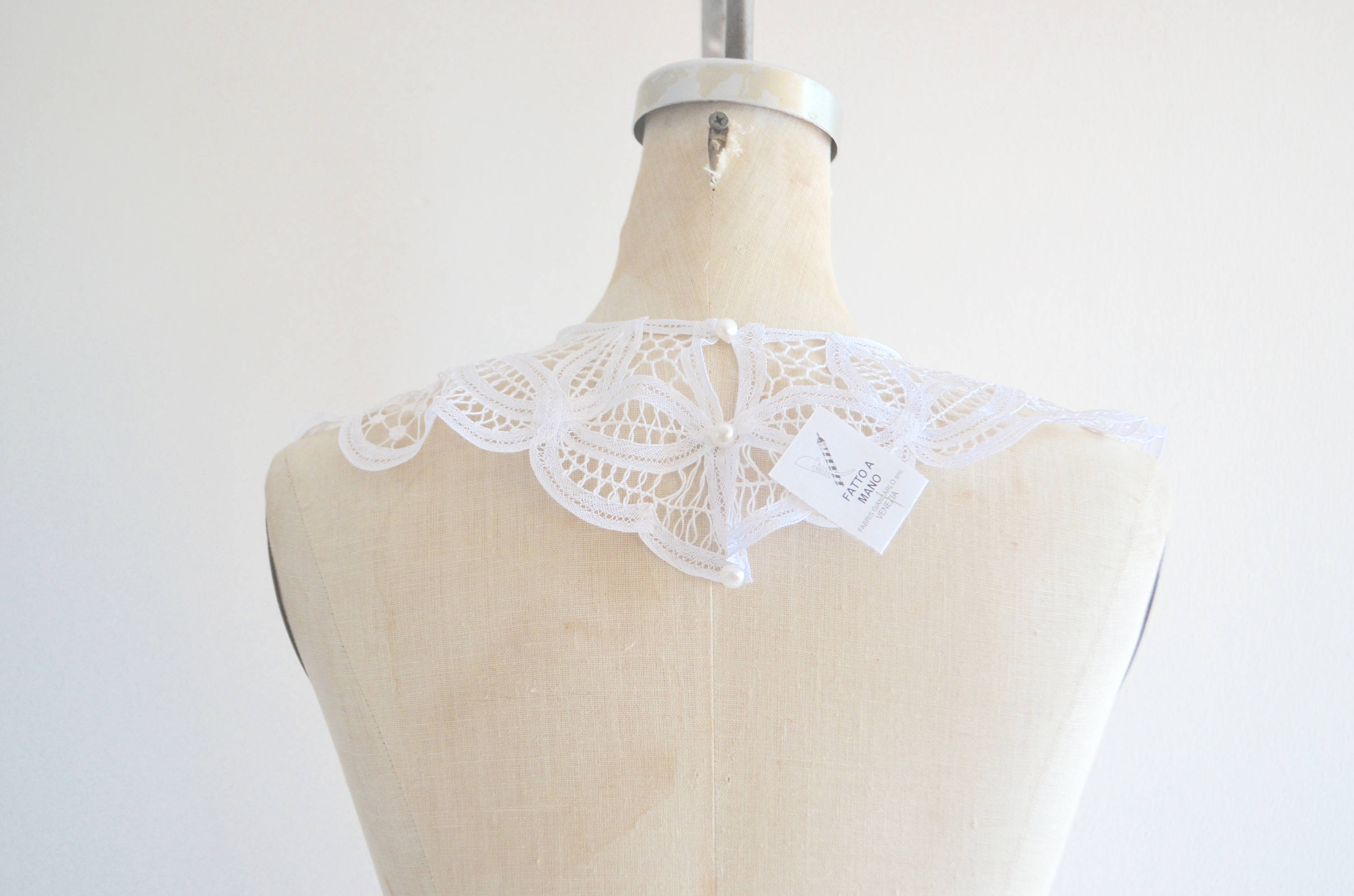 Large Richelieu Italian Venezia Antique Hand Made Victorian Lace Collar Lace Necklace Pearl Button