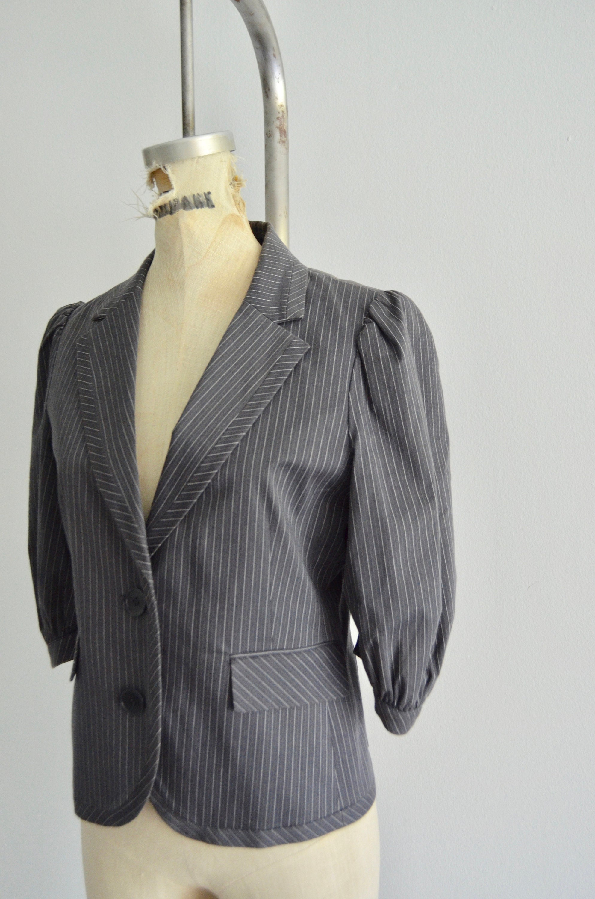 Bcbg Maxazria Cropped Puff Sleeve Blazer Gray Cream Striped Top Blouse Tailored Fashion Designer