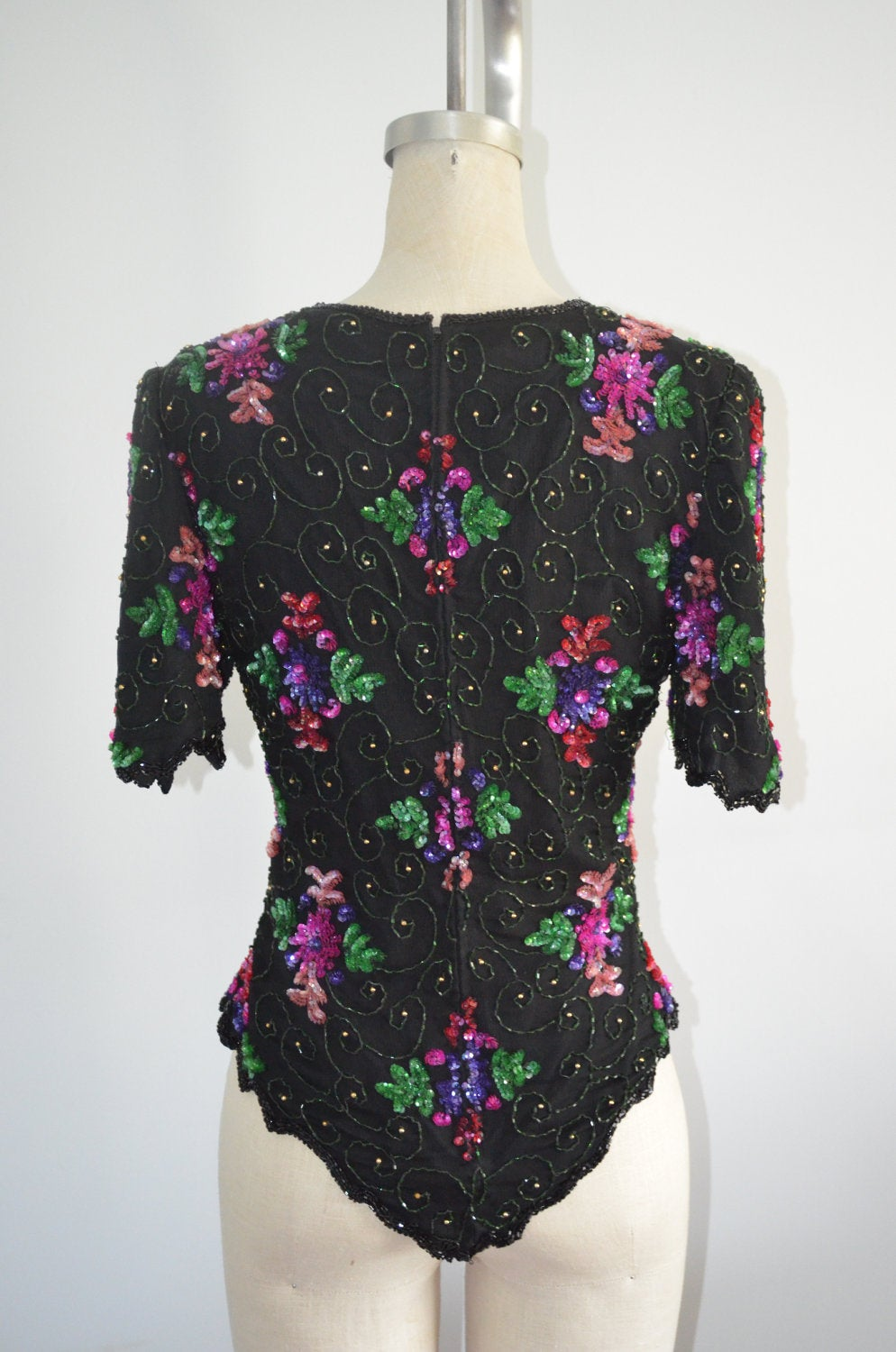 Minimalist Sequins Laurence Kazar Floral Sequined Beaded Silk Top Blouse