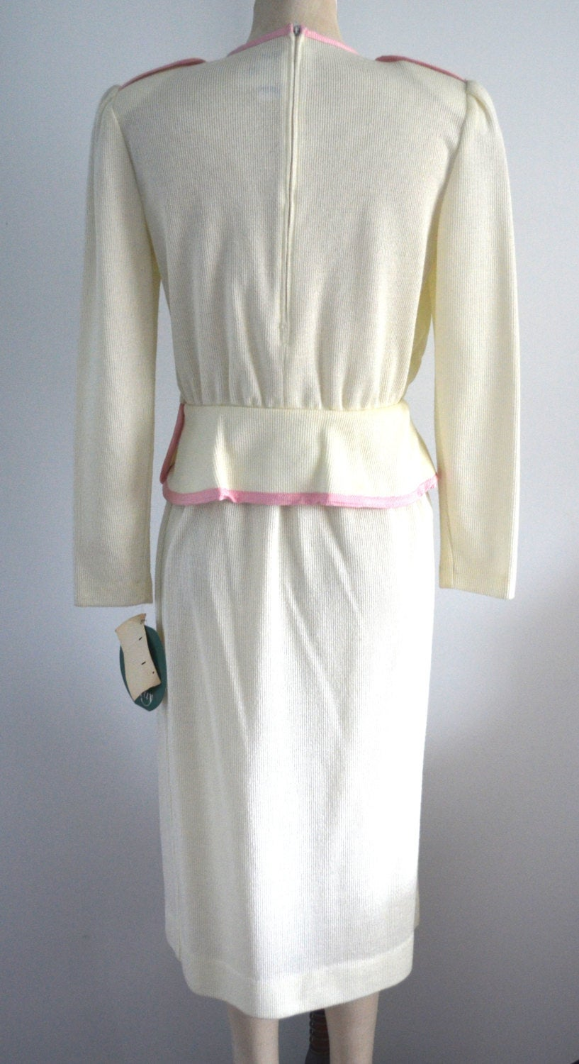 New With Tags Leslie Fay Cream Pink Knit Sweater Skirt Suit Mid Length Size 10