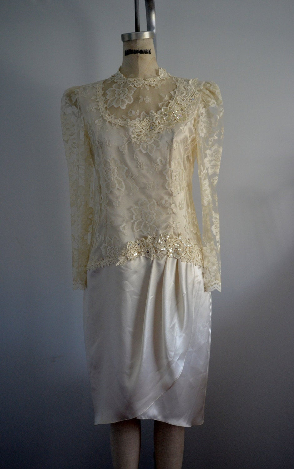 Patra Sheer Venise Lace Wedding Dress In Ivory Size 8