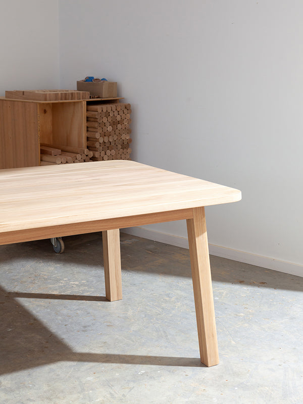 Sim Dining Table