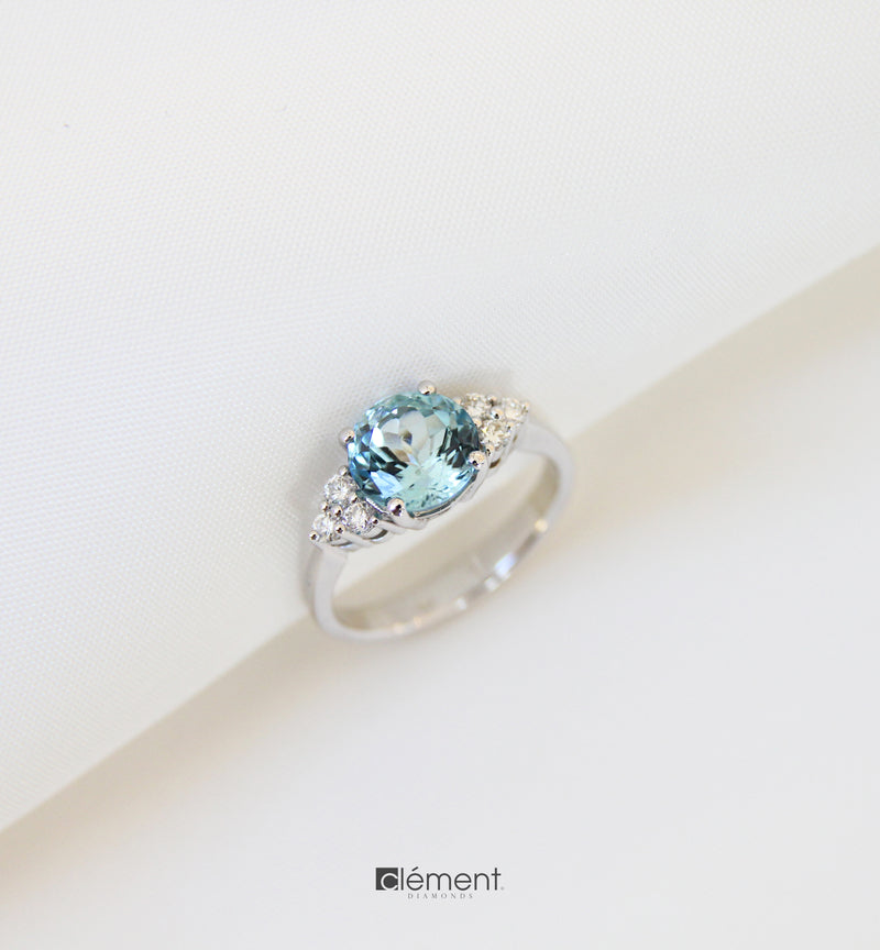 18ct White Gold Aquamarine Ring with Diamonds