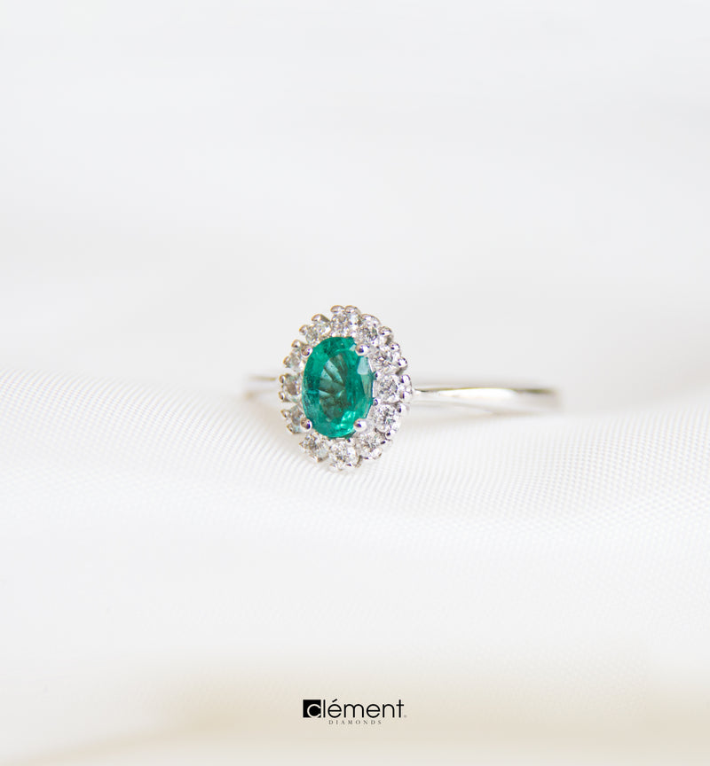 18ct White Gold Emerald Ring with Diamonds