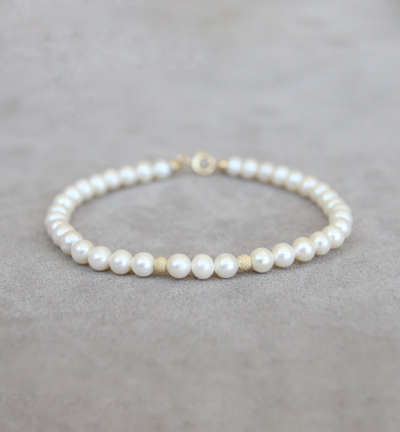18ct Gold Cultured Pearl Bracelet