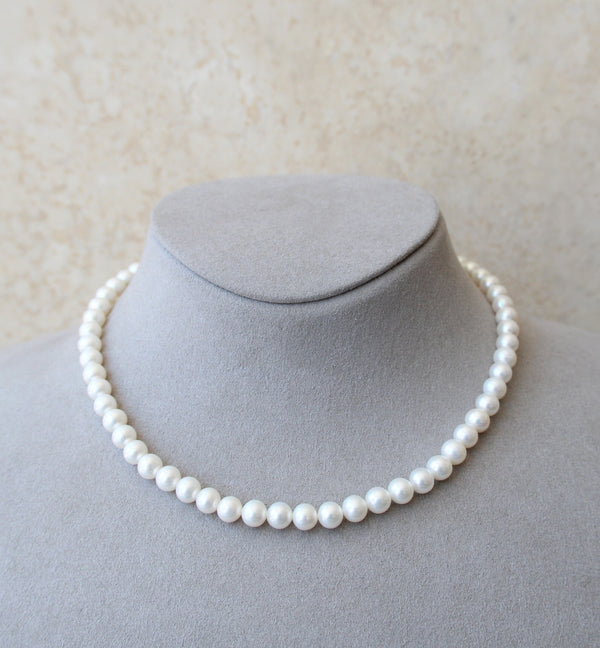 Cultured Pearl Necklace with 18ct Gold Clasp