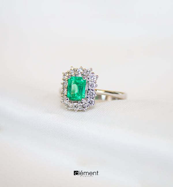 18ct White Gold Emerald Ring
