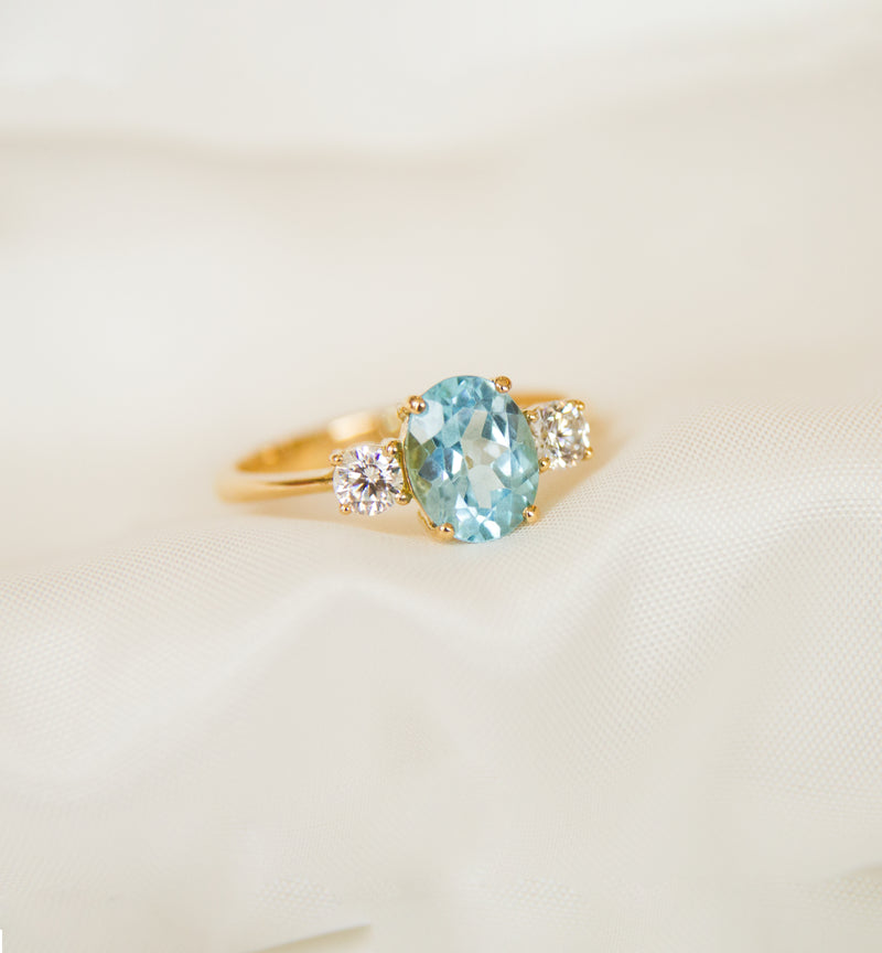 18ct Yellow Gold Blue Topaz and Cubic Zircon Ring