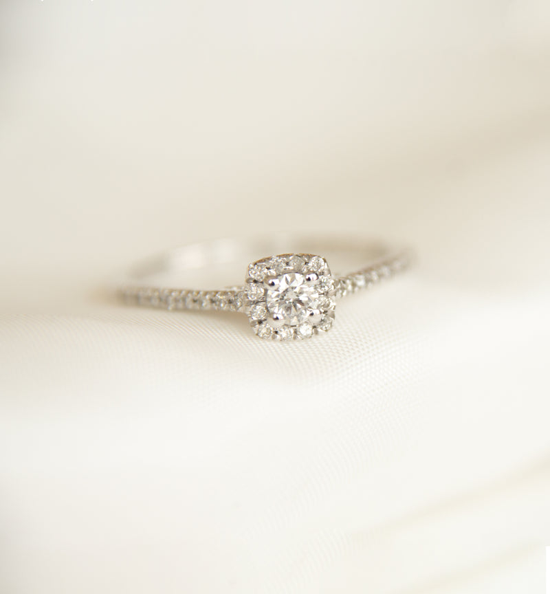 18ct White Gold Diamond Halo Ring