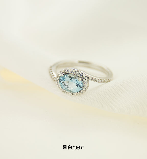 18ct White Gold Natural Aquamarine and Diamond Ring