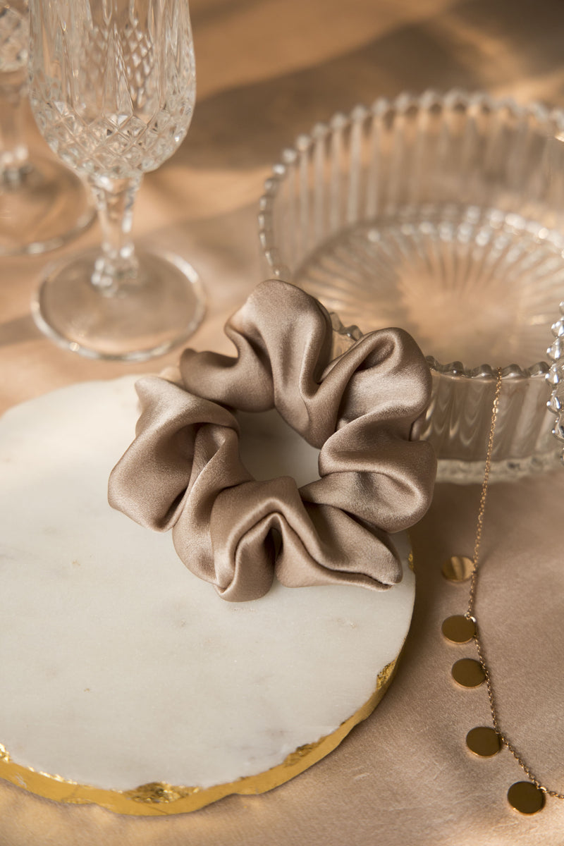 SUN-KISSED GLOW SILK SCRUNCHIE COLLECTION - Spotstyl