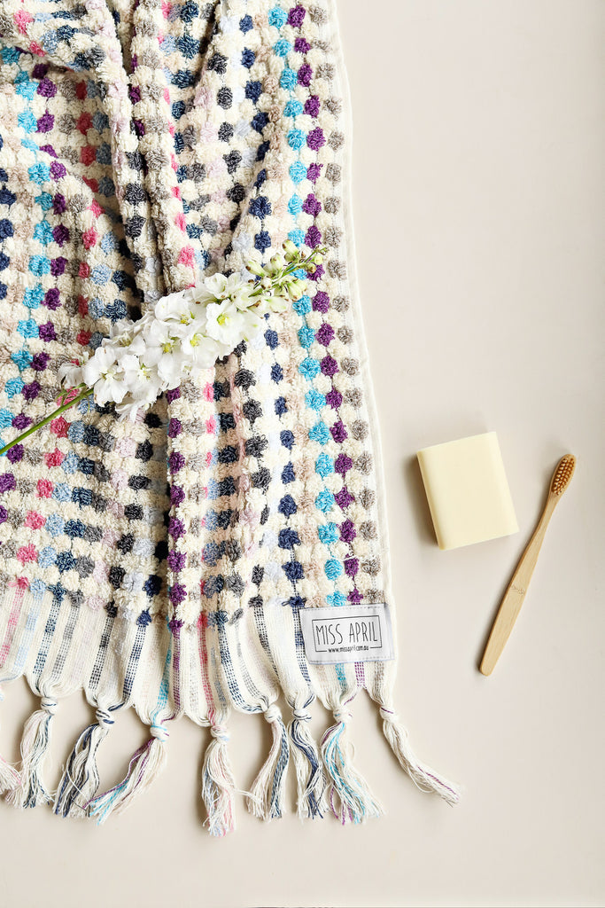 This beautiful pastel toned hand towel from Miss April Towels, made from 100% super soft absorbent Turkish cotton featuring rows of pom poms with tassels. Super absorbent and fast drying, it is perfect for the bathroom or kitchen!