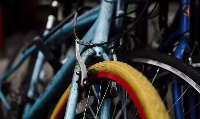 Do you know the correct braking method for cycling