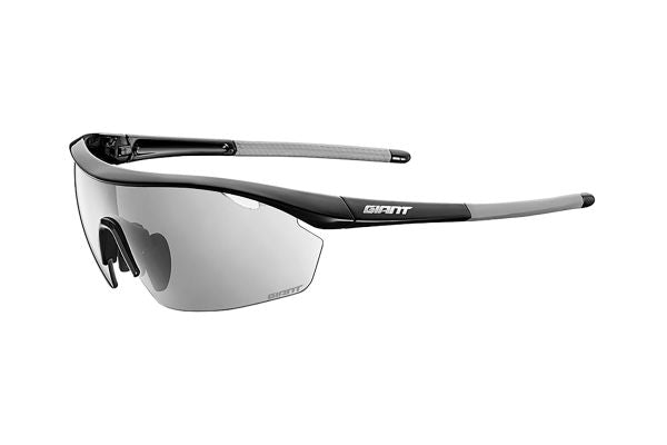 How should people with myopia choose cycling glasses