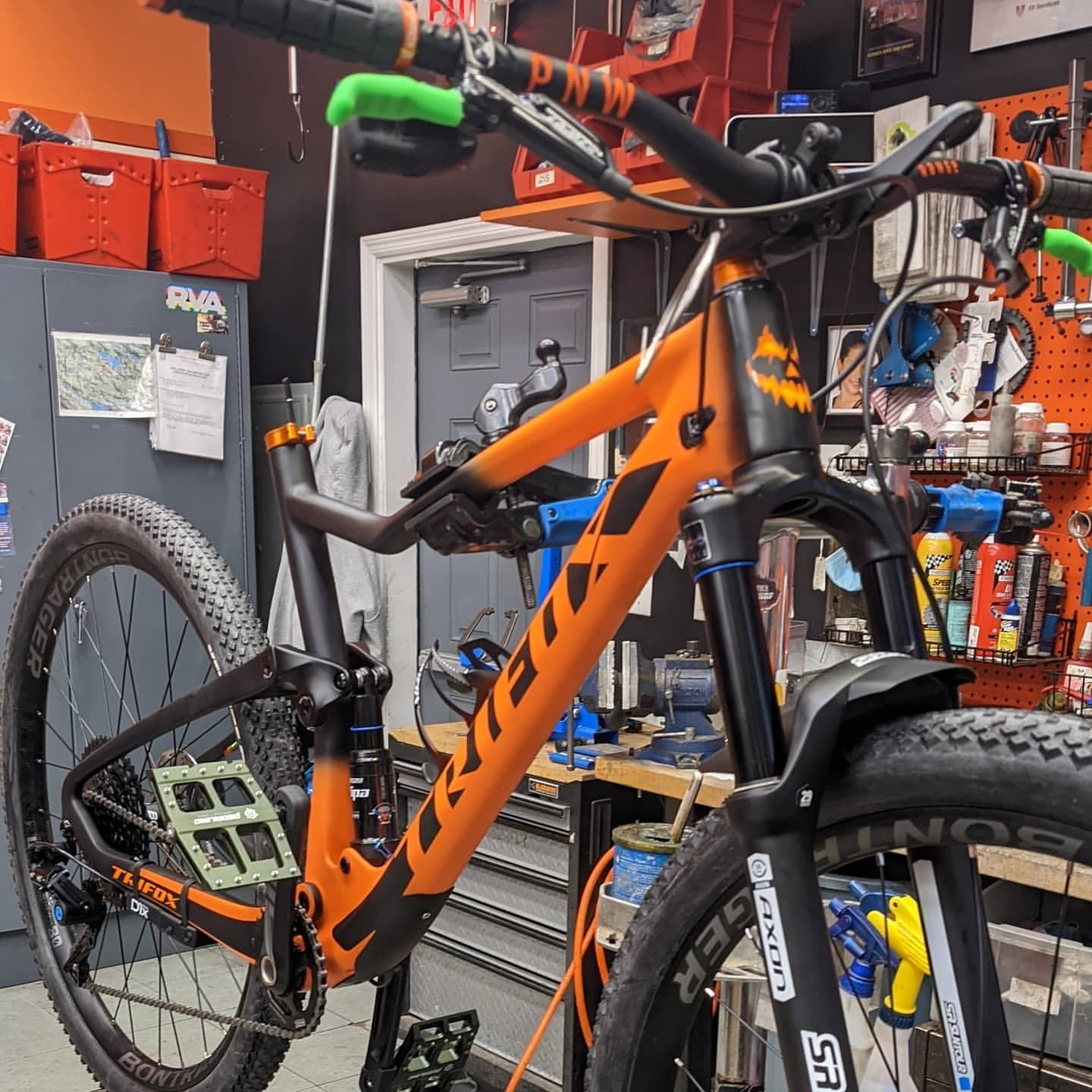 Carbon Fiber Mountain Bike with Locked pedals