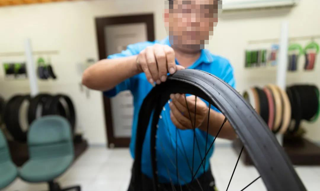 Road tubeless tire replacement teaching 2