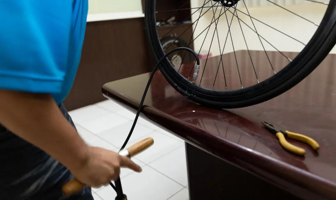 Road tubeless tire replacement teaching 5