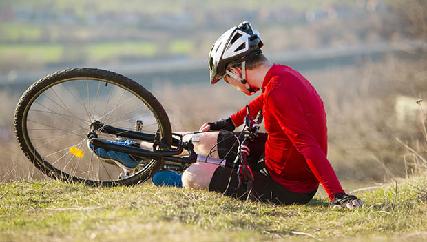 How to escape when cycling a bicycle in a crash