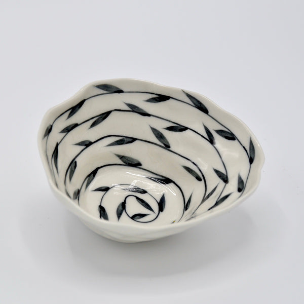 Black Vines Medium Bowl