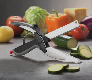 KITCHEN SCISSORS AND CUTTING BOARD