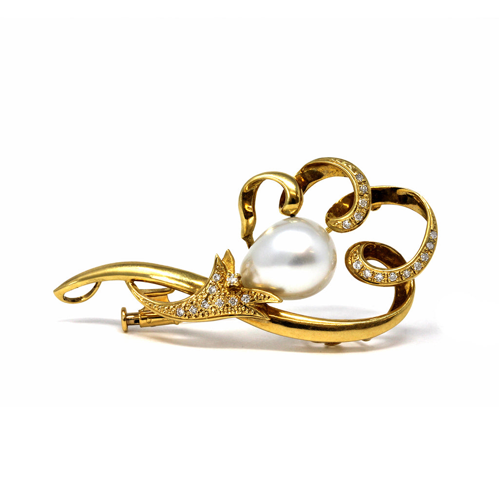 White South Sea Pearl and Diamond Brooch 18 Karat front view