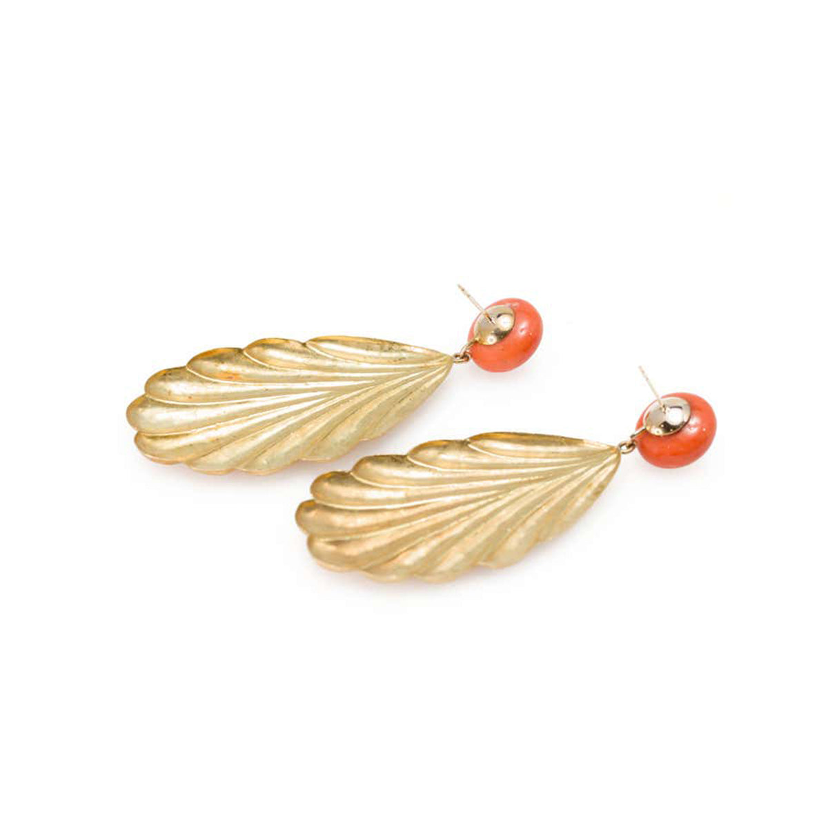 Pair of Italian 1960s Salmon Coral Dangling Leaf Earrings in 18 Karat Gold