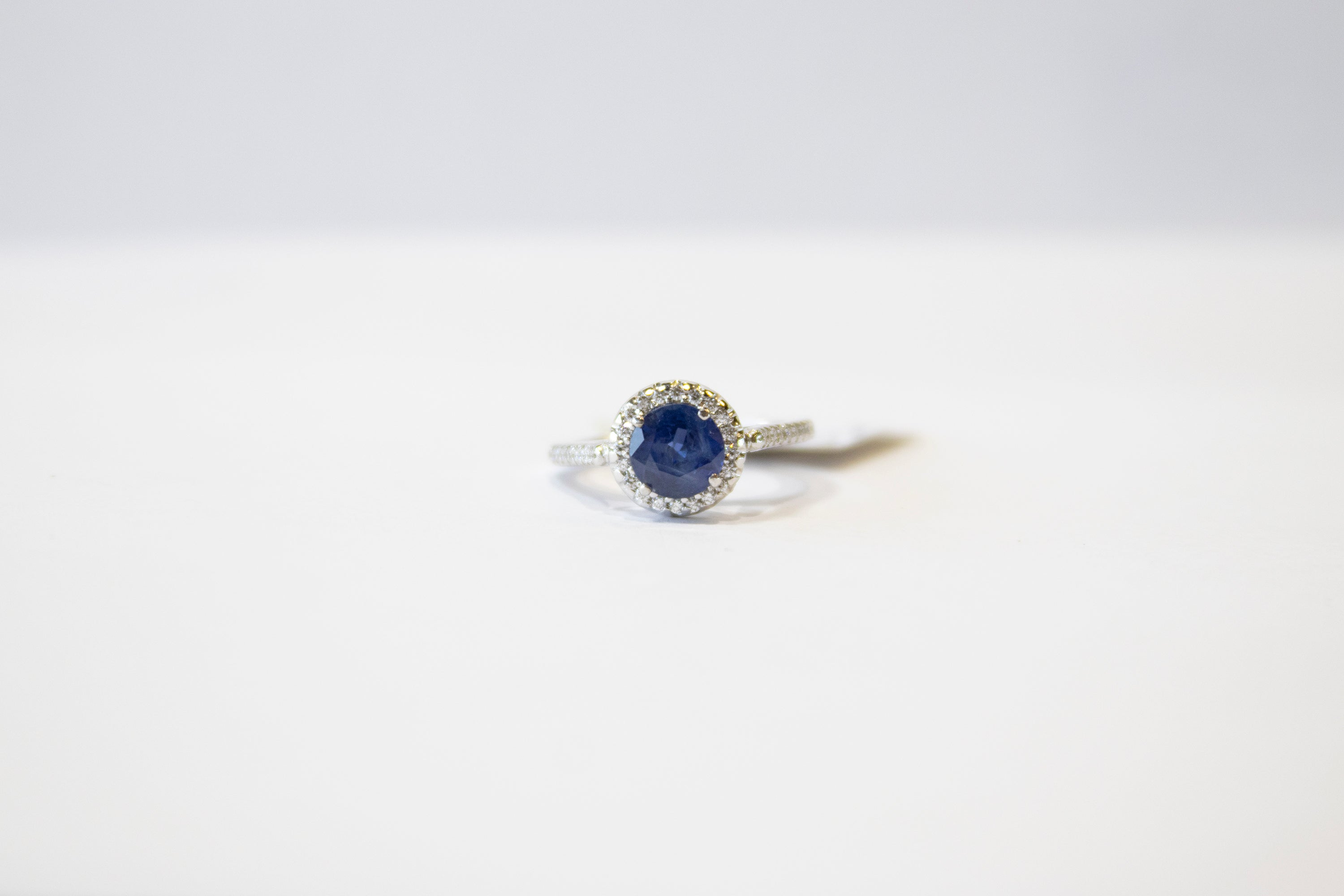 Blue Sapphire and Diamond Ring 18k