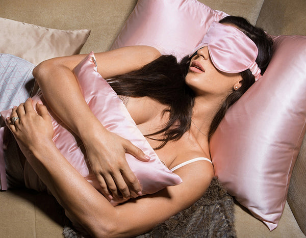 Belle De Nuit Eye Mask, Blush