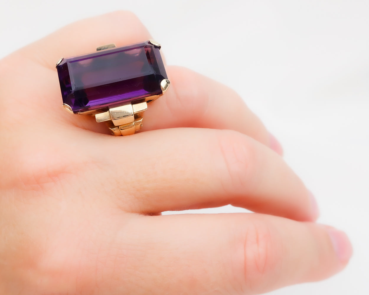 Retro Era 14KT Gold Amethyst Cocktail Ring