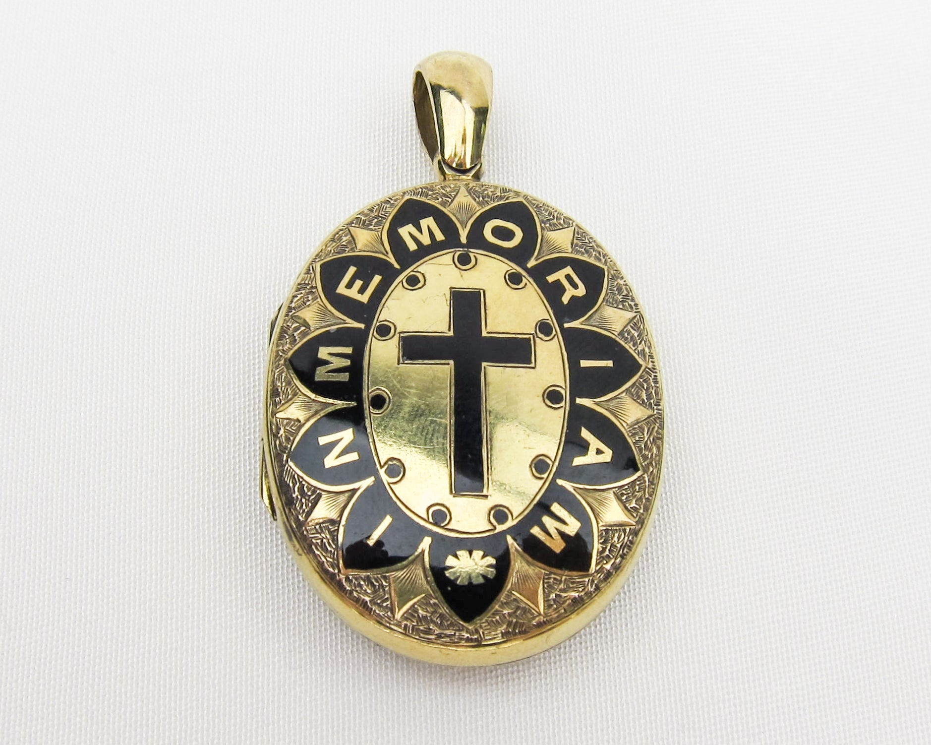 victorian-15KT-gold-black-enamel-memorial-locket