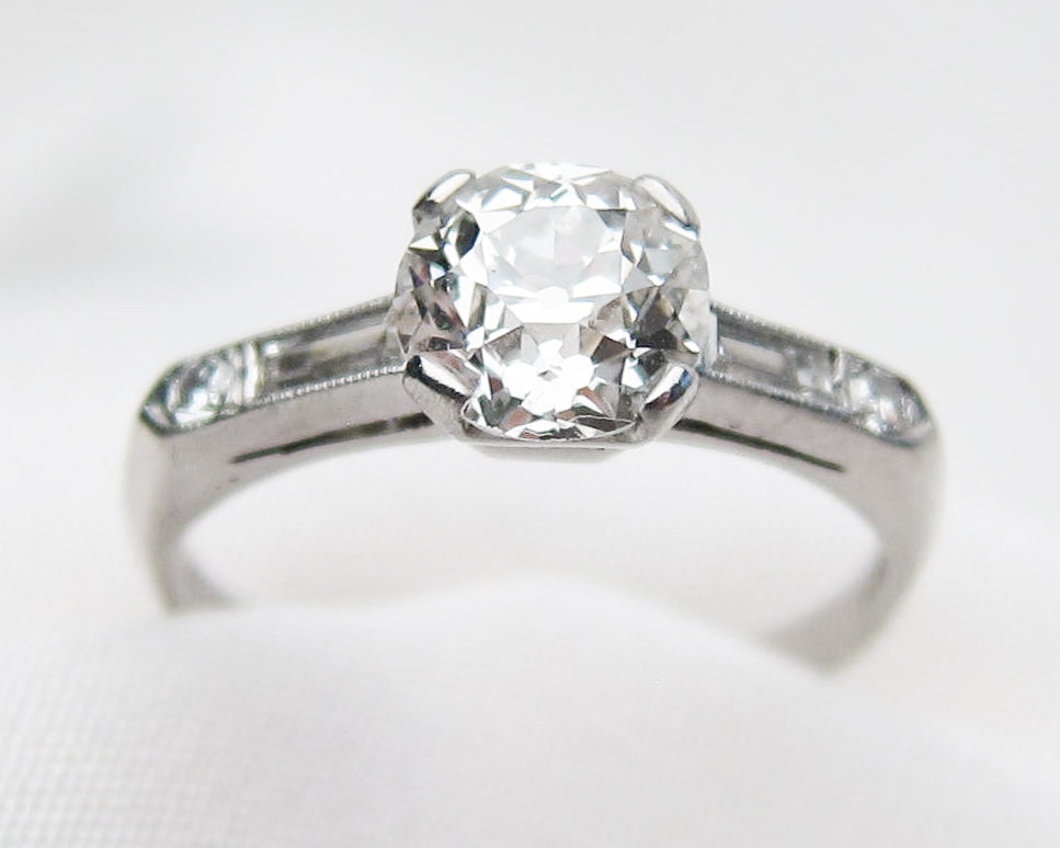 diamond-solitaire-ring-baguettes