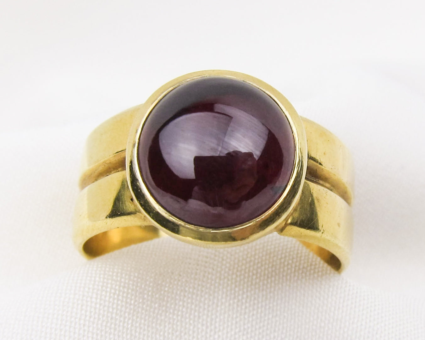 victorian-18KT-gold-garnet-cabochon-ring-band