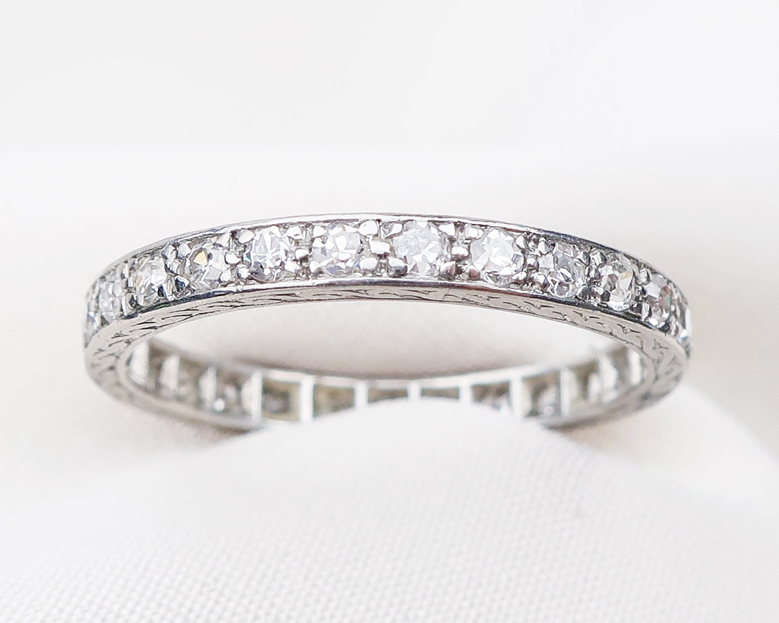 art-deco-diamond-band