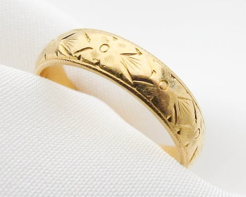 Deco 22KT Gold Engraved Wedding Band