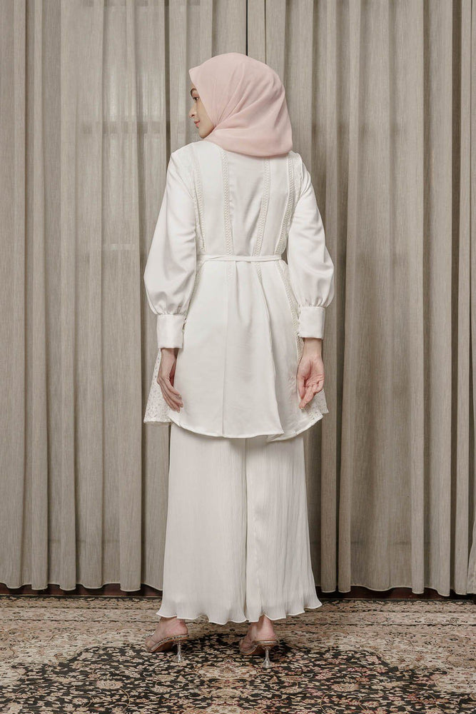 Load image into Gallery viewer, HijabChic Fairuza broken white top wanita muslim koleksi lebaran