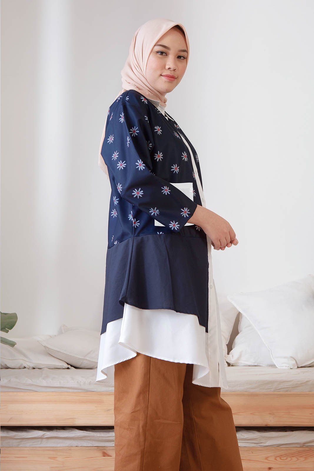 Diantha Daisy Navy Top