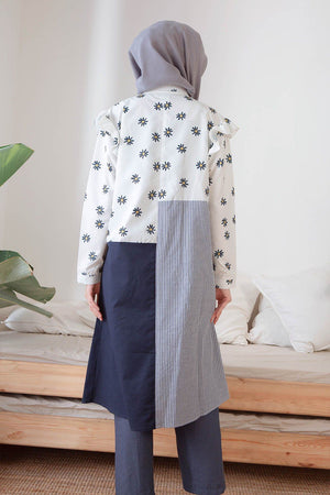 Load image into Gallery viewer, Ericha Daisy White Navy Tunic