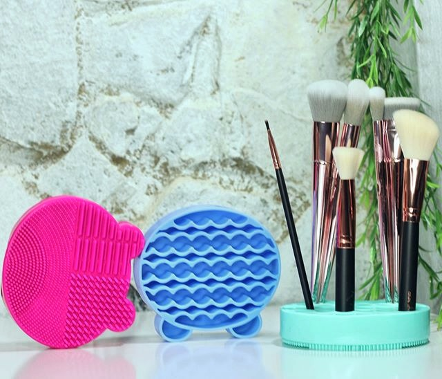 BLAIR THE BEAR BRUSH CLEANER & HOLDER