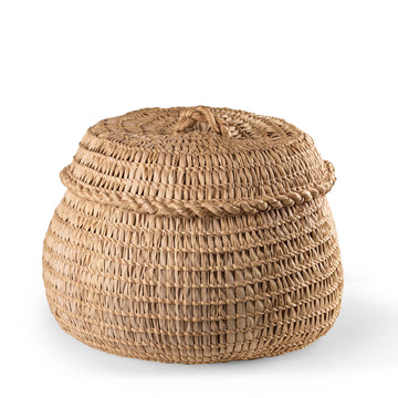 Natural woven carnauba straw basket