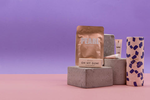 gift box love your skin pink with a skin tea, pearl face mask, lip kit and oh my gum