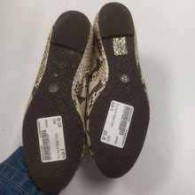 Load image into Gallery viewer, Tory Burch Snakeskin Flats Size 8