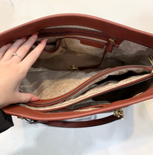 Load image into Gallery viewer, Michael Kors Leather Handbag