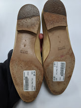 Load image into Gallery viewer, Gucci Flats Size 9 as is