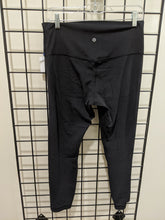 Load image into Gallery viewer, Lululemon Black Athletic Leggings Size 12 (31)