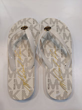 Load image into Gallery viewer, Michael Kors Flip Flops Size 7