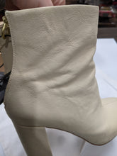 Load image into Gallery viewer, Joie Boots Size 8.5
