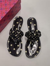 Load image into Gallery viewer, Tory Burch Sandals Size 8.5