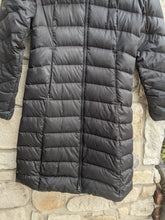 Load image into Gallery viewer, Patagonia Puffer Parka Coat Size S (4 6)