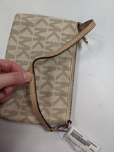 Load image into Gallery viewer, Michael Kors Wristlet