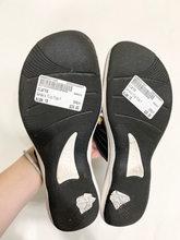 Load image into Gallery viewer, Clarks Sandals Size 10